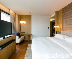 The Andaz Large Suite King at the Andaz Singapore - a concept by Hyatt