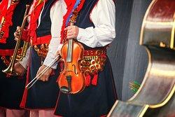 Musicisti in costumi tradizionali di Cracovia