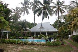 Haupthaus und Pool