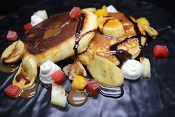 Pancakes with caramelized fruit