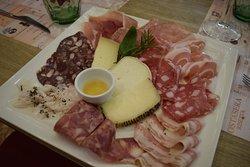 Salumi e formaggi