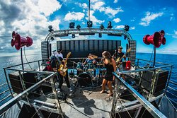 Nothing better than a perfect concert at Sea ! Ocean Really Rocks !