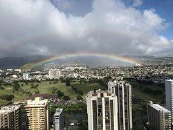 部屋から二重の虹が見えました