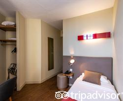 The Single Room at the Coeur de City Hotel Bordeaux Clemenceau by HappyCulture