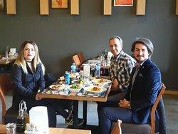 Sükunet içinde ve harika yemekler eşliğinde muhabbet de harika oldu tabi.
