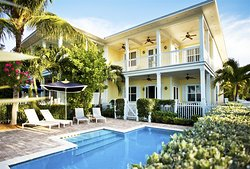 Four bedroom cottage exterior pool area