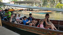 "As before, before heading to Hua Hin,we have to go through Damnoen Saduak floating market before Hua Hin.""lt is the oldest .retreat in Thai."