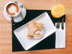 En Almarina también servimos deliciosos desayunos para todos los gustos. Te esperamos desde las 10:00 de la mañana.