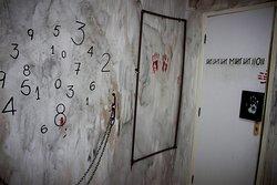 O que você faria se acordasse e descobrisse que está preso com outras pessoas em um lugar que nunca viu antes? Na sala Sequestro, todos os participantes são algemados!