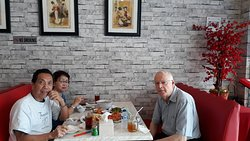 Enjoy lunch with old friend from Copenhagen, Denmark, Ole Valbirk, who likes Chinese Food in Jakarta. It is more tasty and more delicious..