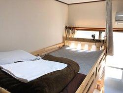 女性専用ドミトリールーム 上段左ベッド