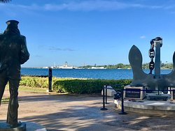 The Lone Soldier and Anchor from the U.S.S. Arizona with the memorial and Battleship Missouri in background. ]