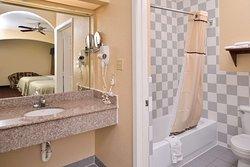 Queen Beds Bathroom