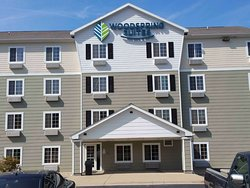 b Generic WoodSpring Suites Gen Ext