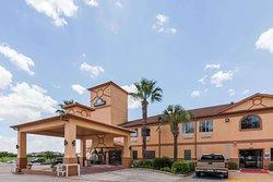 Days Inn & Suites by Wyndham Pasadena