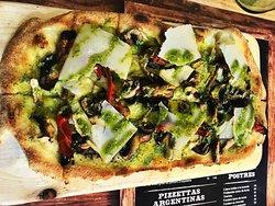 Mendoza ou le vignoble Argentin. Retrouvez toute sa richesse dans une pizza 100% végétarienne aux couleurs du soleil !!! Tapas Frias - Tapas Calientes - Pizzettas Argentinas