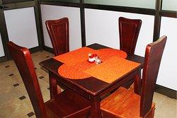 Table de 4 chaises classiques pour déjeuner ou diner
