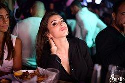 מועדון שאטו מתגאה במועדון הלילה הטוב ביותר באילת עם הברנז'ה, האנשים והקולות שתמצאו רק בשאטו. מועדון מעוצב ומדליק, בשילוב המולטימדיה החדשנית בעיר וספיס מעוצב ויוקרתי מול מפלי עיר המלכים של אילת  בדיוק בחצות, מתעמעמים אורות מסעדת שאטו ומועדון שאטו  מתחיל את הלילה של אילת. על במת המולטימדיה במועדון שאטו מתיצבים אומנים סוחפים ומלהיטים, ומקפיצים, ללילה ארוך מתמיד. The Chateau Club boasts the best nightclub in Eilat with the bernage, the people and the sounds you will find only in the Chateau. The clu