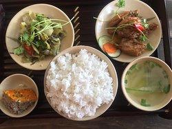 chương trình tham quan thành phố trong ngày với thực đơn cơm Việt Nam Nha Trang city day tour with menu vietnamese original lunch