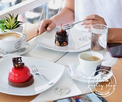 Edisan is cosy shop with delitious cakes and freshly groud coffee.