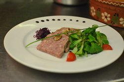 Terrine de Sanglier d'Alsace, Confit de Roug'Choux & Salade Mâche aux Noix