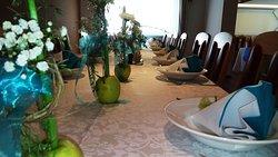 Bei Feierlichkeiten werden die Tische immer wunderbar gedeckt.