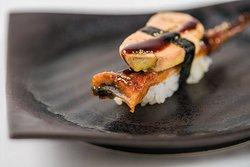 Sushi de anguila y foie gras