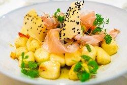 Gnocchi mit Kürbis, Salbei und Schinken