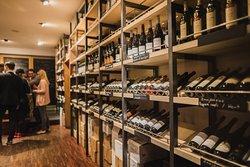 PETIT wine bar & shop