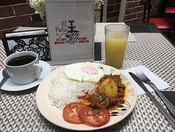 Desayunos completos!! A partir de las 7:30 AM prueba nuestro desayuno!!!