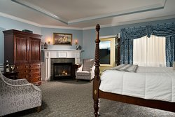 Jarves Suite with fireplace