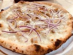 Bianca ciccori Pizza 1500 Yen Salted pork,Onion