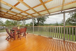 TILLY Cottage @ Huge deck with built in bbq & breathtaking views