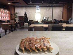 How about Gyoza party at our lounge? WeBase KYOTO is 3minutes walk from the popular gyoza restaurant.  WeBase KYOTO