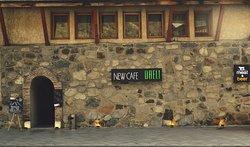 Фасад здания и вход в кафе