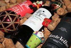Vinhos e decoração de Natal