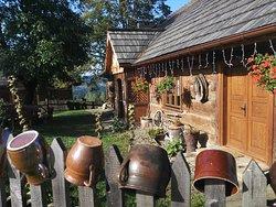 Wejście do Przytulii, ogród, widok na gory.