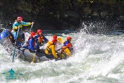 OutdoorPatagonia Rafting en río Futaleufú, uno de los ríos más hermosos e imponentes del mundo para realizar esta actividad.