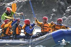 OutdoorPatagonia Rafting en el Río Futaleufú. Experiencia de aventura y riesgo dentro de bellos paisajes y un ambiente seguro y cálido por parte de nuestro staff.