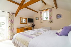 The Lodge Self Catering Cottage  - Super king double/twin bedroom