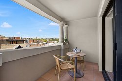 Boutique District View with Kitchenette - balcony