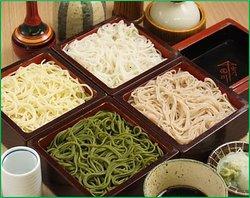 名物四色 (さらし・茶そば・胡麻切り・季節の変り蕎麦)
