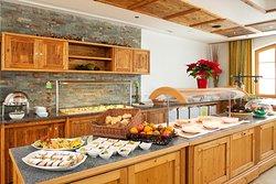 Das Marzoner Stüberl im Schörhof. Hier genießen unsere Gäste täglich ab 7 Uhr das vielfältige Frühstücksbuffet.