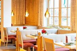 Die Gaststuben im mit dem AMA-Gastrosiegel ausgezeichneten Schörhof-Restaurant, frisch renoviert im Spätherbst 2018