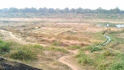 River only full in monsoon rains else dry.