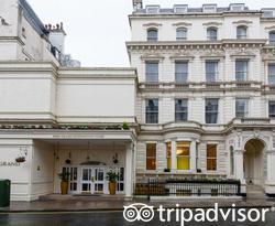 Entrance at the Park Grand Paddington Court