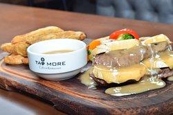 Fillet Mignon minyon sos, elma dilim patates ve haşlanmış sebze ile servis edilir. Boom fillet meat, mignon sauce, fresh mushroom, sateed vegetables, wedges. لحم فيليه ، صلصة مينيون ، فطر طازج ، خضار ، بطاطس ويدجز. #Tatmore_Meat #tasty #yummy #Tatmore #Cyprus #Meat #Lefkosa #Today'smeal