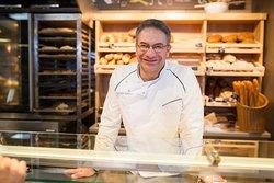 В нашей новой Пекарне на Пушкина, 47 мы используем европейские рецепты и шеф-пекарь из Германии Виктор Майнцер контролирует вместе с нами качество хлеба.