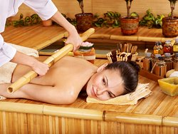 BODY MASSAGE BY BAMBOO 60minutes $23 (490.000đ), 90minutes $32 (690.000đ), 120minutes $41 (890.000đ)