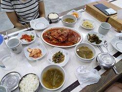 Location food near by